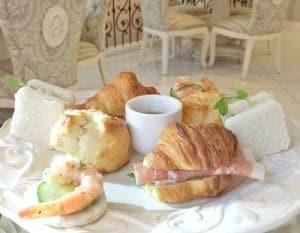 mini-sandwhich-and-scones