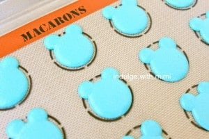 blue-bear-macarons