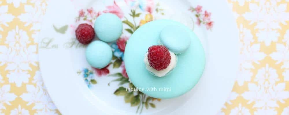 giant-macaron-cake-with-raspberry