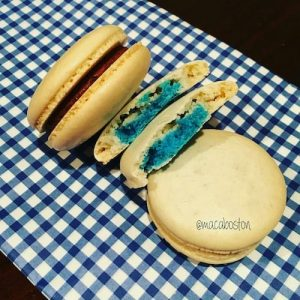Gender reveal macarons inspired by the oh so talented Indulgewithmimi!! I've wanted to do gender reveal macarons for quite some time but wasn't sure how to approach it and low and behold Mimi posted a picture of some a while back and then I knew it would be possible.
