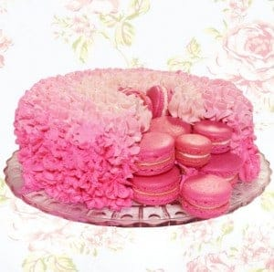 Thank you for the how to Mimi. Macaron Surprise cake by @the.macaron.house