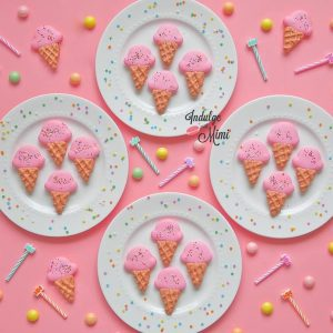 Ice Cream Shaped Macarons with Template