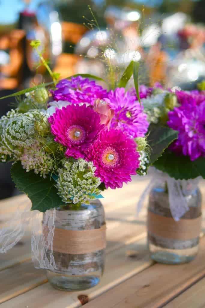 flowers-in-mason-jar-picnic