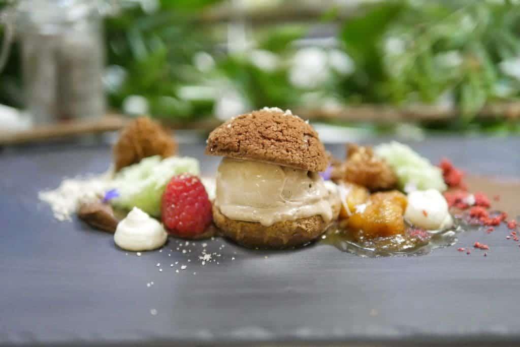 chocoalte-eclair-dessert-vancouver