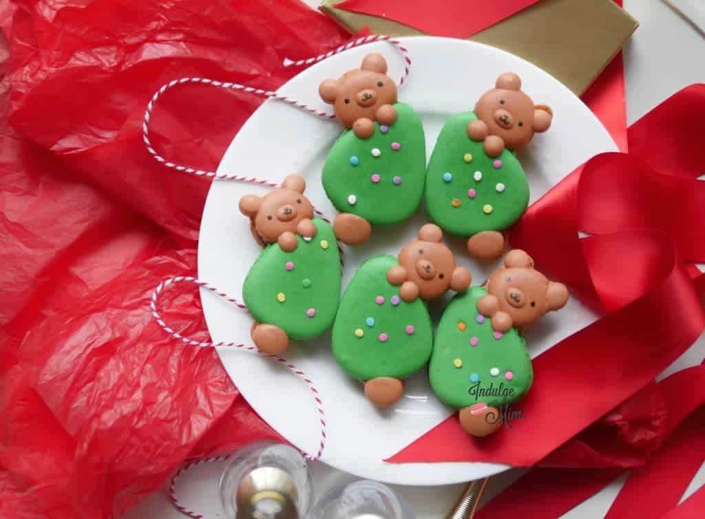 christmas-bear-macarons-on-a-tree