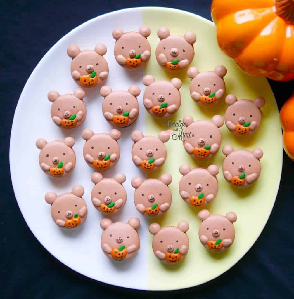 double-chocolate-halloween-bear-macarons