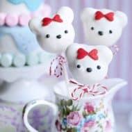 """Easy No-Bake Valentine's Day Bear """"Cake"""" Pops"""