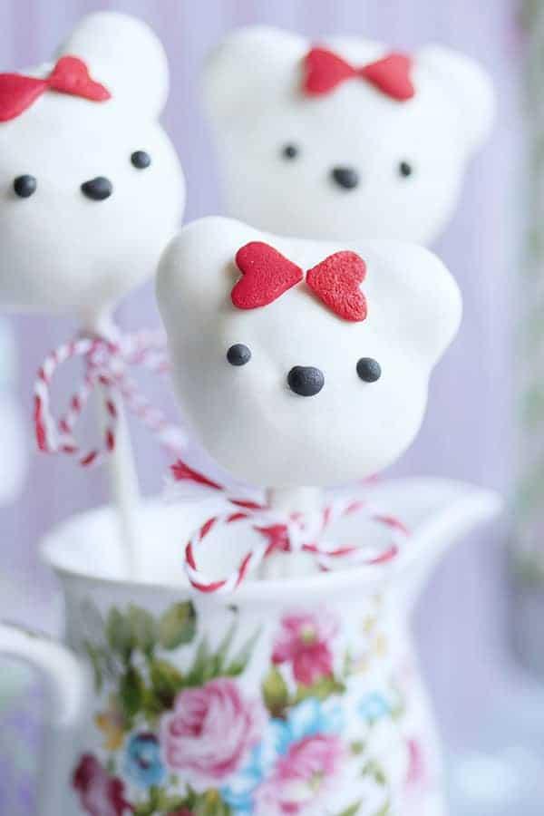 Easy No Bake Valentine S Day Bear Cake Pops